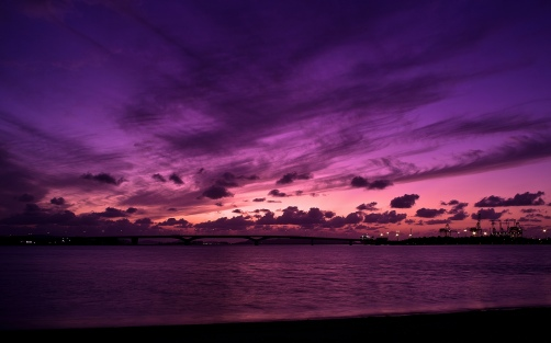 nature-landscapes_widewallpaper_purple-sky_21056